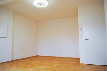 PROVISIONSFREI!! Conrad-von-Hötzendorf Straße! 3 Zimmer Dachgeschoß Wohnung - neu saniert!