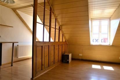 Zentrumsnahe gemütliche 2 Zimmer - Dachgeschoßwohnung!!