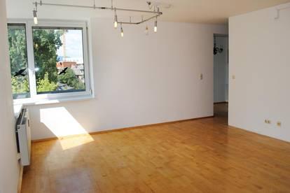 3 Zimmer - großer Balkon - Tiefgaragenplatz! In ausgezeichneter Stadtlage mit Blick ins Grüne!