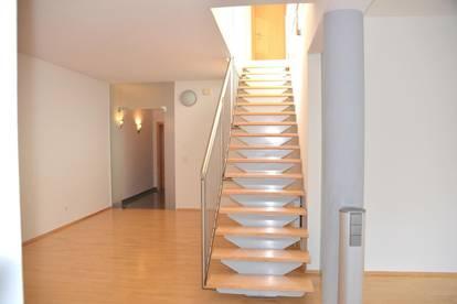 Penthouse Exklusiv ca. 152 m², ca.90 m² Dachterrasse, Garten ca. 80m², Carport, Lager bzw. Einliegerwohnung 43,07m²