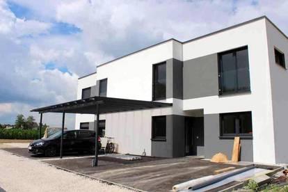 Neubau! Modernes Doppelhaus mit Garten