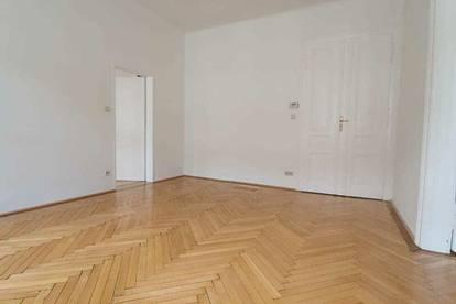 Gepflegte 2 Zimmer Wohnung mit Einbauküche - Altbauklassiker