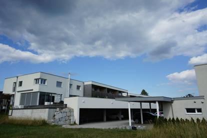 DEM NEBEL ENTFLIEHEN: Neuwertige 4 Zimmer-Wohnung in Neulichtenberg mit sonniger Loggia und Eigengarten