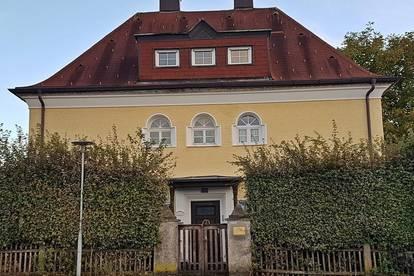 Lamprechtshausen: Stilvolle 4-Zimmer-Wohnung in Jahrhundertwende-Villa