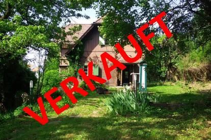 LAßNITZHÖHE: Liebliche stark renovierungsbedürftige Holzblock - Villa mit Bauland und hoher Bebauungsdichte.