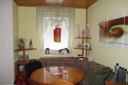 Stockerau- Lichtdurchflutete 3 Zimmer- Wohnung mit Loggia und KFZ Platz!
