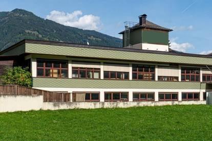 Produktionshalle und Werkstätte  1.900m²