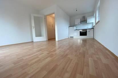 Helle, sanierte 2-Zimmer-Wohnung mit Balkon