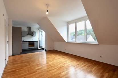 KIERLING! 3-Zimmer-Dachgeschoßwohnung mit Süd-Balkon und Garagenoption