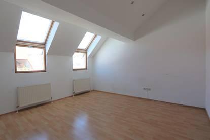 Sonnige 1 Zimmer-Wohnung mit Terrasse!