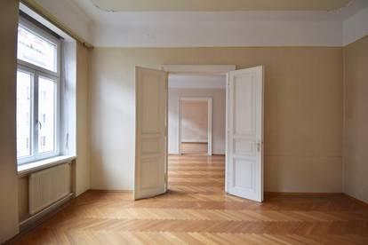 Stil-Altbau! Sanierungsbedürftige 3-Zimmer-Wohnung im 2. Stock