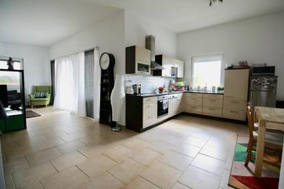 Neuwertige Haushälfte in Neusiedl am See mit herrlichem Seeblick in zentraler Lage