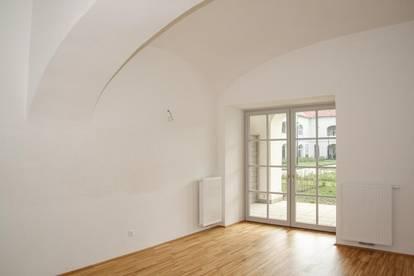 Schloss Neusiedl - Wohnung TOP 1.08 mit Loggia und Garten