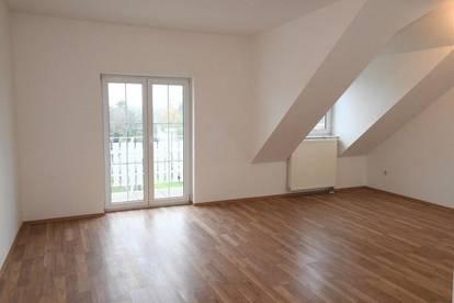 Sonnige 3 Zimmer DG-Balkon Wohnung mit Eigengarten - unbefristet