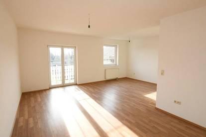 Moderne 3 Zimmer DG-Balkon Wohnung mit Eigengarten -unbefristet- Nähe Schwechat