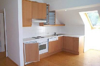 Entzückende Dachgeschosswohnung im Grünen mit Fernblick - BK ink. Heizung!