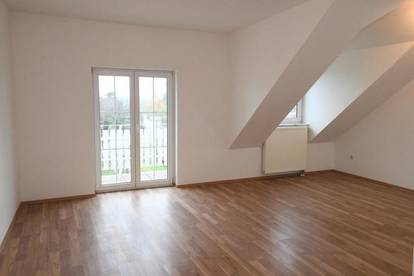 Moderne 3 Zimmer DG-Balkon Wohnung -unbefristet- Nähe Schwechat