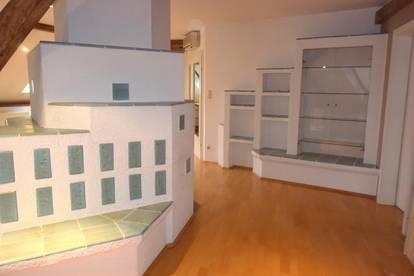 Schöne Dachgeschoss-Einheit mit Loggia