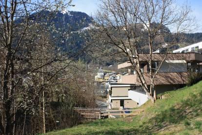 Grundstück mit Blick auf die Stadt und Streif