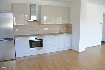Modern und helle Wohlfühl-Wohnung mit Balkon & Garage