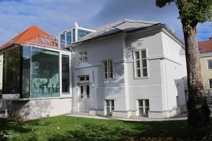 Dachgeschosswohnung mit Terrasse in sanierter Villa