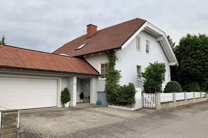 Großes Haus in toller Lage mit Doppelgarage und Garten!!!
