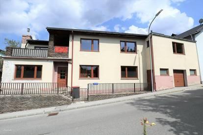 Zweifamilienhaus in Hernstein mit sehr viel Potential!