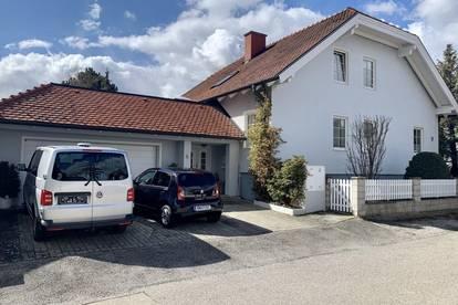 Geräumiges Haus mit Doppelgarage und super Garten!!!