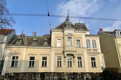 Repräsentative Villa mit genehmigtem Dachausbau