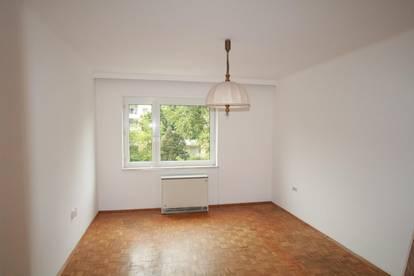 Schöne 3 Zimmer Wohnung mit Balkon in unmittelbarer LKH-Nähe!