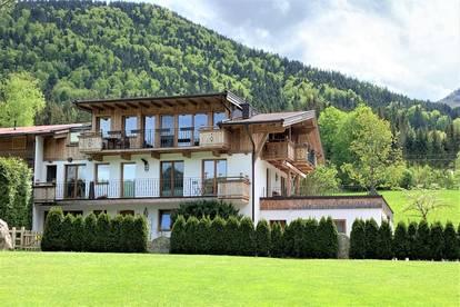 Wohnen in Traumlage: großzügige 3-Zimmer Dachterrassenwohnung mit eigenem Badestrand am Walchsee