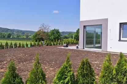 2021 im stilvollem EIGENHEIM Einfamilienhaus + Balkon Terrasse und Eigengarten Doppelcarport