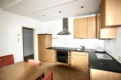 2,5 ZI + neu renoviert + große eingerichtete Küche + neues Bad
