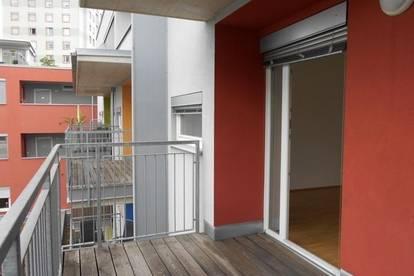 LENDPLATZ sonnige 2ZI großer Innenhof Balkon oder Terrasse-Garten  TG, barrierefrei, unbefristet