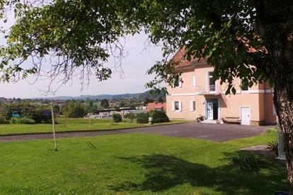 Charmanter Altbau  in Zentrumsnähe 2ZI+100m² Garten Parkplatz