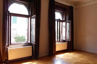 Beletage mit Grünblick 2,5 ZI +Wohnküche  klassische charmante Altbauwohnung mit 2Balkone