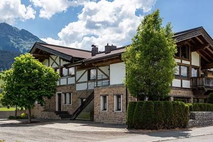 Modernes Premium Landhaus mit drei Einheiten im Tiroler Stil