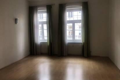 Altbau-Wohnung super zentral