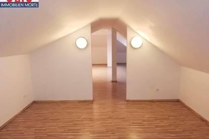 Loftartige Dachgeschoßwohnung mit besonderem Flair