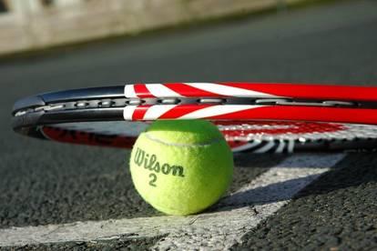 TOP Sportanlage mit Hallen- und Freiplatz-Tennisfelder und Restaurant/Stüberl zu verkaufen in NÖ Süd