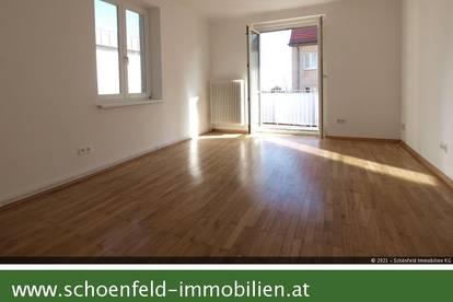 Erstbezug nach umfangreicher Renovierung: Zweizimmerwohnung in Grünruhelage mit Fernblick