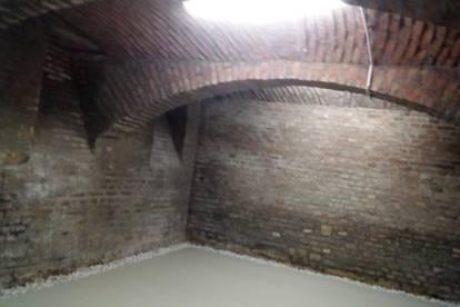 Lagerraum mit Ziegelwänden und Gewölbe, z.B. für Weinkeller