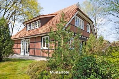 Einfamilienhaus mitPkw-Stellplatz