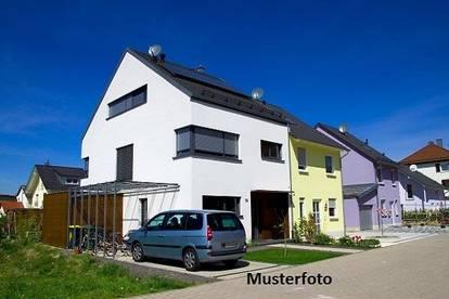 +++ Einfamilienhaus mit Badebiotop +++