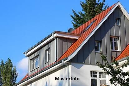 Einfamilienhaus mit angebauter Garage