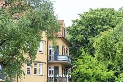 Wohn- und Bürogebäude mit Außenanlagen