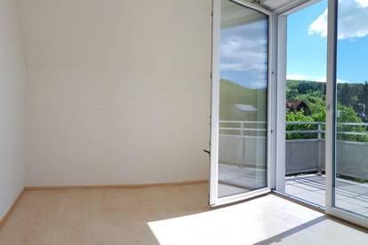 Drei-Zimmer Wohnung + Terrasse + 2 Carport Stellplätze. Ein Refugium der Ruhe