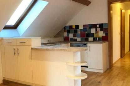 Dachgeschoss Wohnung + Gartennutzung - beliebtes Weinbaugebiet