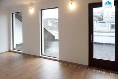 Top renovierte DG-Wohnung mit großer Terrasse