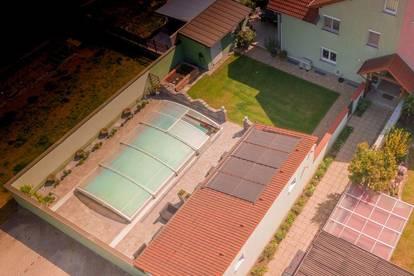 Reihenhaus mit Pool u. Doppelgarage